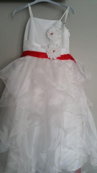 détail personnalisation couture mariage demoiselle d'honneur
