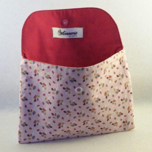 Pochette rose poudré et motifs